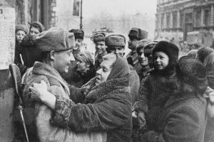 27 января в 1944 году Советские войска освободили от блокады город Ленинград.